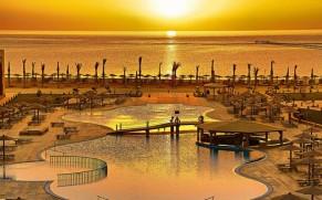 SKRYDŽIAI nuo KOVO 27 d.! MARSA ALAMAS: 7 n. Royal Tulip Beach Resort 5* viešbutyje su viskas įskaičiuota tik nuo 526 €