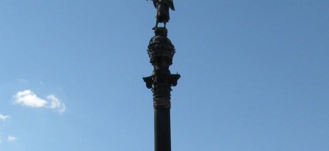 Ką simbolizuoja Kristupo Kolumbo paminklas Barselonoje?
