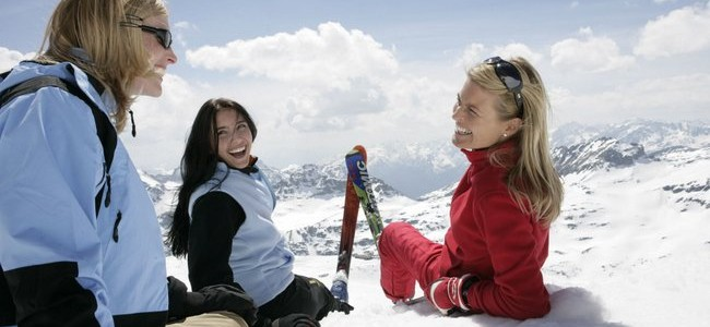 Austrijos Alpės: trasos, SPA ir vakarėliai su slidinėjimo kostiumais
