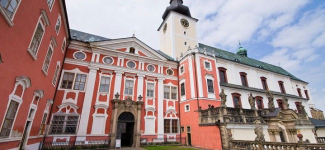 Broumovo benediktinų vienuolynas Čekijoje – vienas įspūdingiausių sakralinės architektūros paminklų