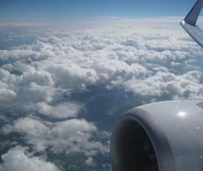 Vaistai ir medicininės pažymos keliaujant lėktuvu: ką reikia žinoti?